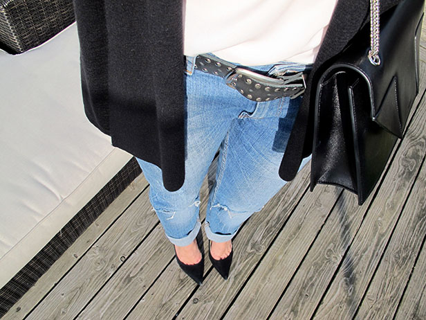 boyfriend_jeans_betty_saint_laurent_pumps_zara_silk_top_moxy