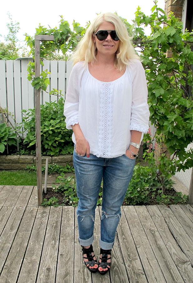 boyfriend_jeans_white_blouse