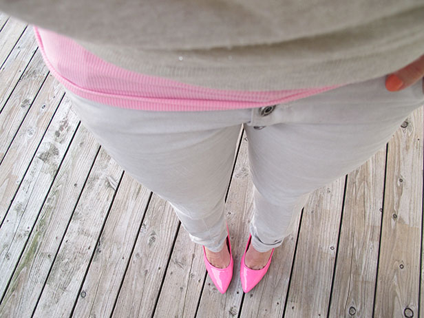 gold_sparkle_top_pink_tank_moxy_jeans_pink_pumps