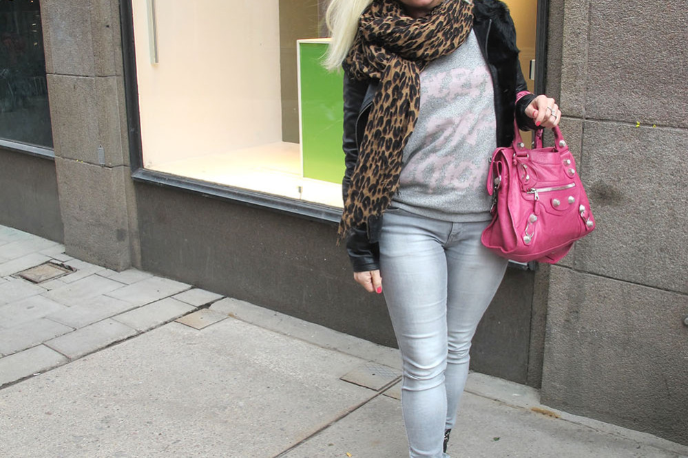 grey_jeans_balenciaga_bag_isabel_marant_boots_louis_vuitton_leopard_scarf
