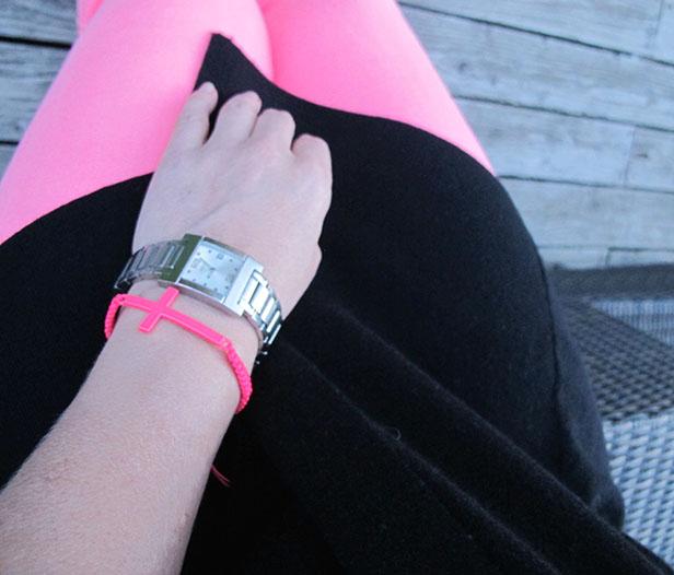 neon_jeans_hollister_cross_bracelet_dhipt