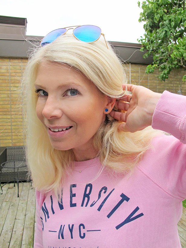 ray_ban_blue_sunglasses_aviator_blue_earrings_pink_sweatshirt4