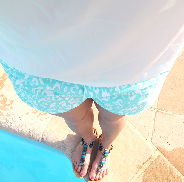 shorts_silk_top_sandals_pool