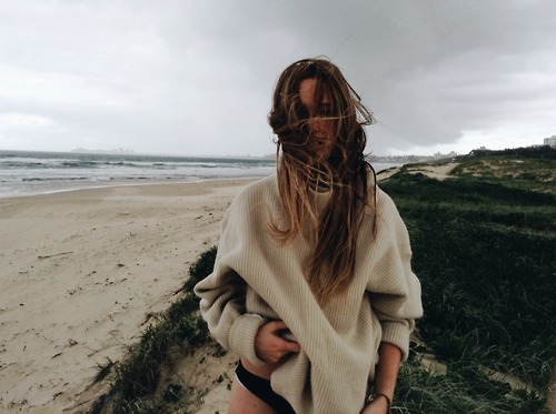 sweater_beach