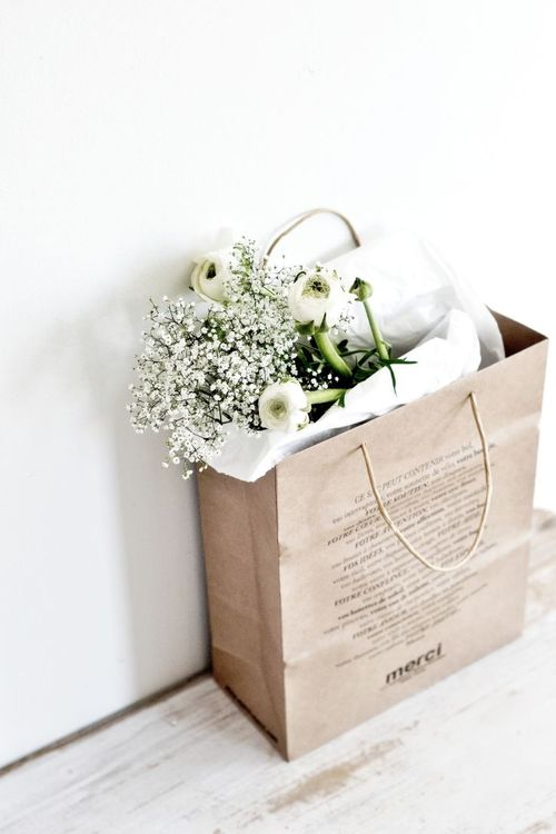 white_flower_bouqet