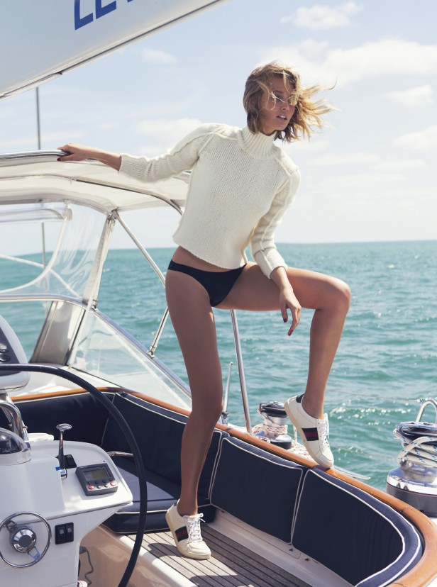 white_turtleneck_sneakers_boat