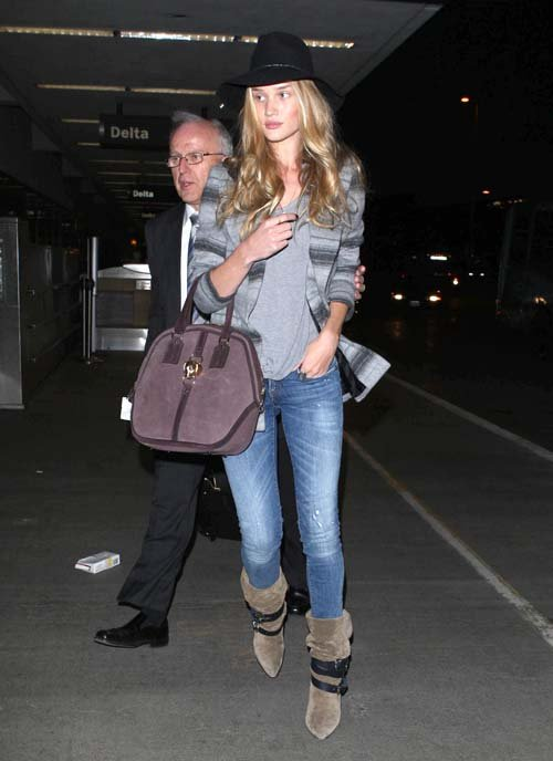 a73c3f140fb la-modella-mafia-Rosie-Huntington-Whiteley-model-off-duty-boho-chic-airport- style-2