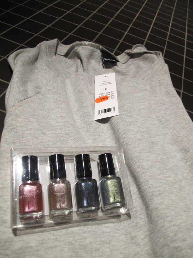 reafynd-gina_tricot-sweatshirt-nagellack