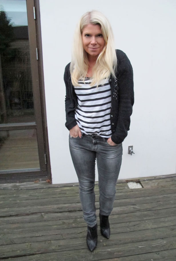 randig-tshirt-gra-jeans-spetsiga-boots