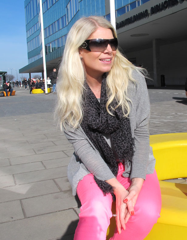 prada_sunglasses_jimmy_choo_for_hm_scarf_neon_pink_jeans_hollister_vince_cardigan