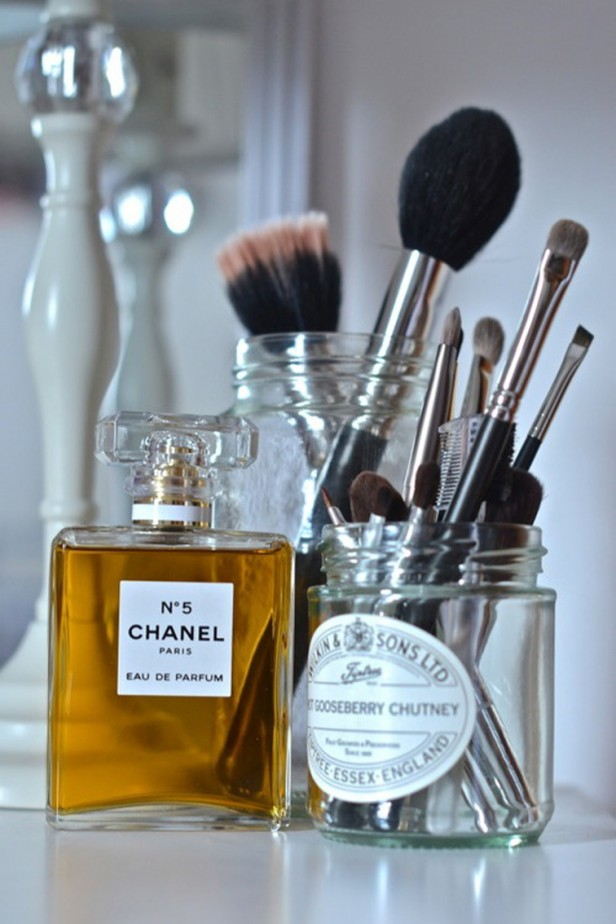 chanel-eau-de-toilette-makeup-brushes-beauty-essentials-f-o-r