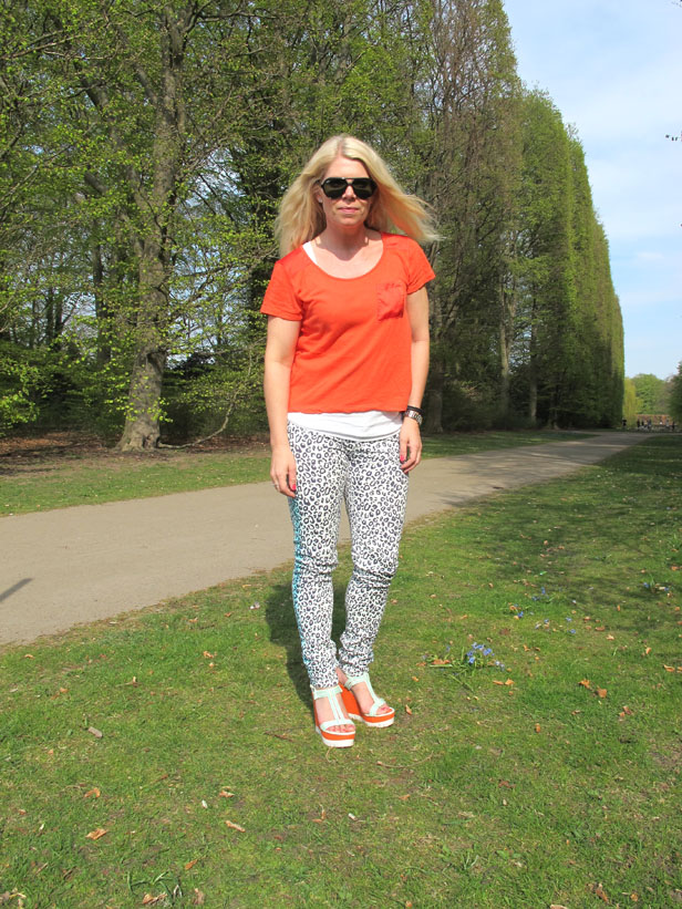 leopard_jeans_coral_top