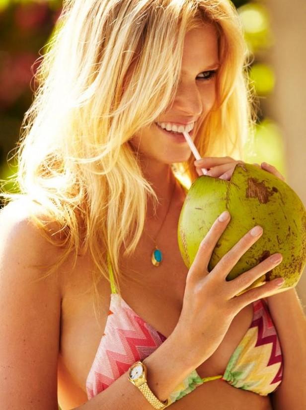 Lara Stone supermodel_coconut-2011