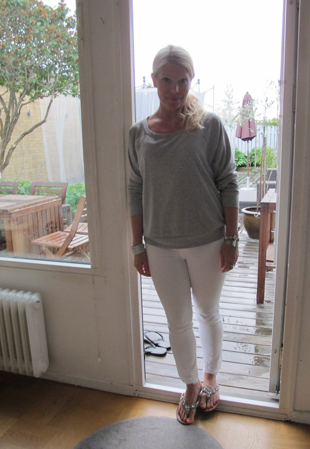 grey_sweatshirt_gina-tricot_white_jeans_genetic_sandals_mystique
