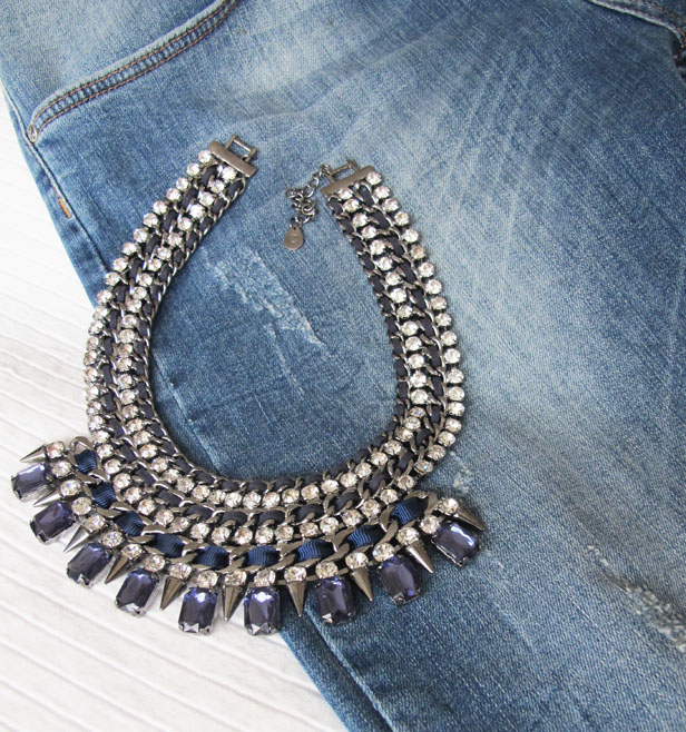 jeans_statement_necklace_soulcityguide