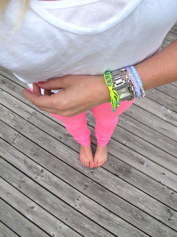 t-shirt_j_crew-jeans_hollister-armband_hm