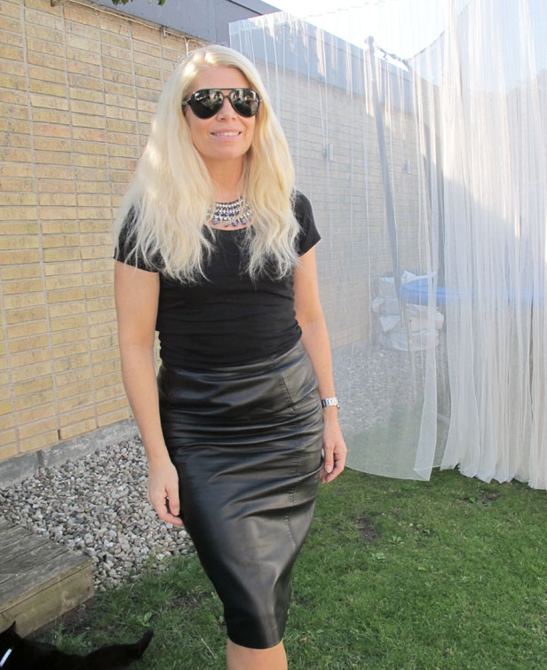 leather_pencil_skirt_statement_necklace_rayban_cats_5000