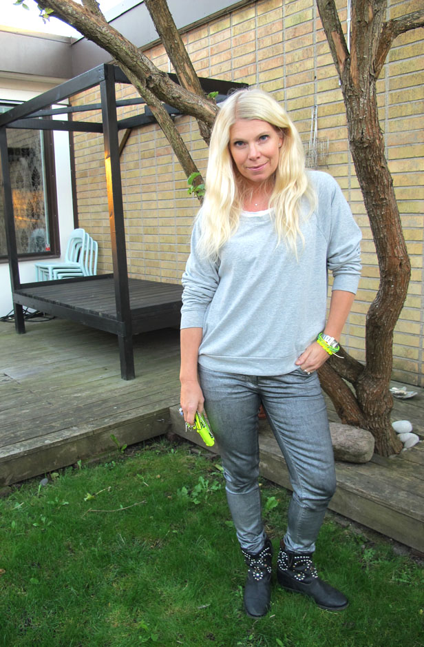 silver_jeans_grey_sweatshirt_isabel_marant_studded_boots