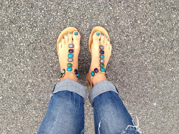 stone_sandals_boyfriend_jeans_soulcityguide