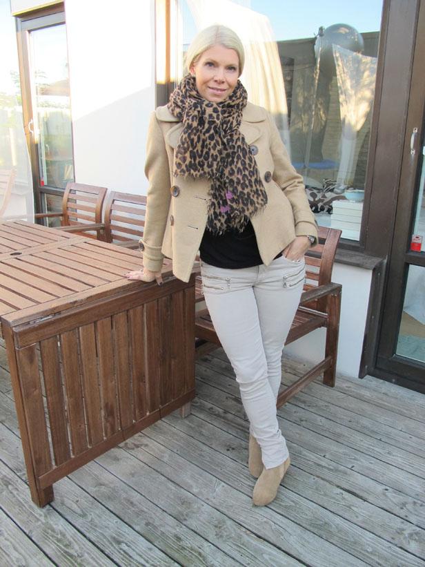 beige_peacoat_louis_vuitton_leopard_scarf