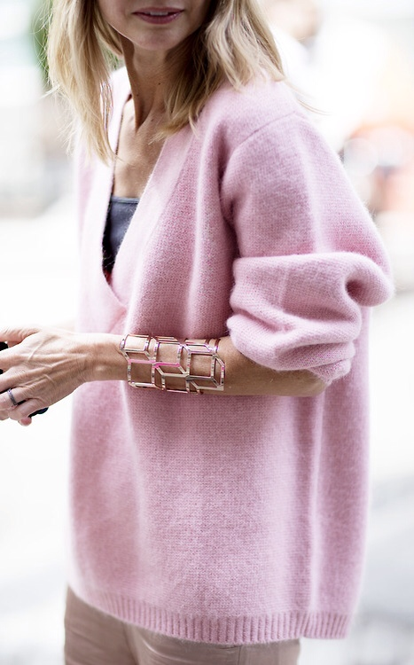 pink_sweater-tahu
