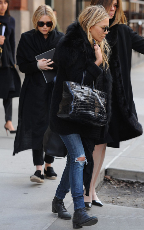 Mary-Kate And Ashley Olsen Step Out In NYC Today