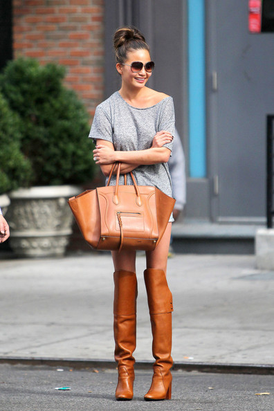 Chrissy+Teigen+wearing+knee+length+brown+leather+SUDOCoy3gJNl