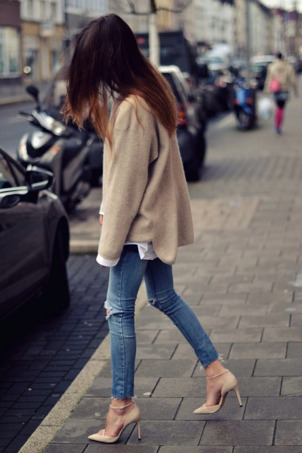 beige-knit_trashed_jeans
