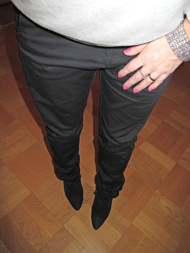 neon_pink_nails_moxy_pants