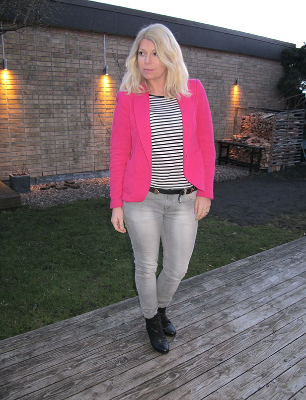 pink_blazer_grey_jeans_rag_and_bone_boots2