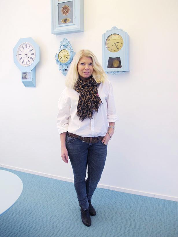 white_shirt-louis_vuitton_leopard_scarf