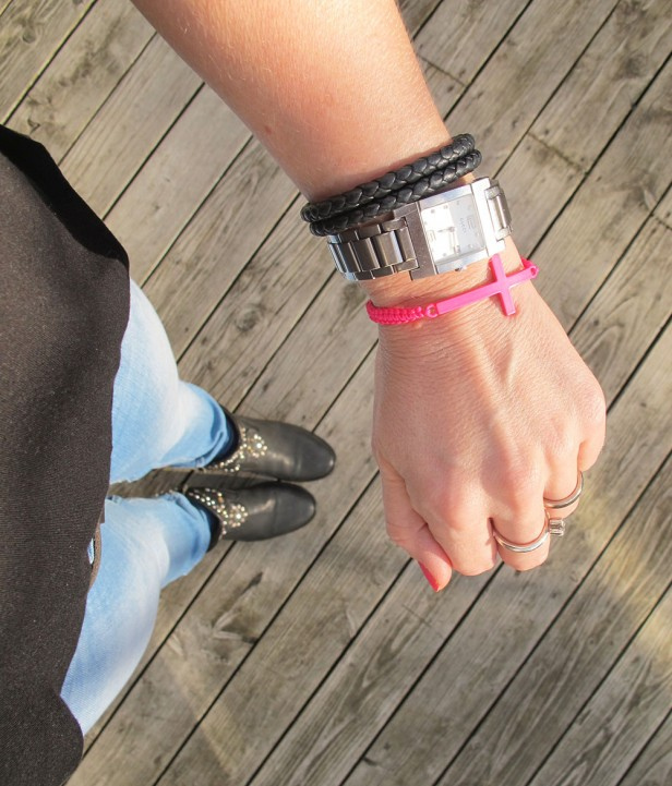 bracelet_dhipt_neon_pink_cross