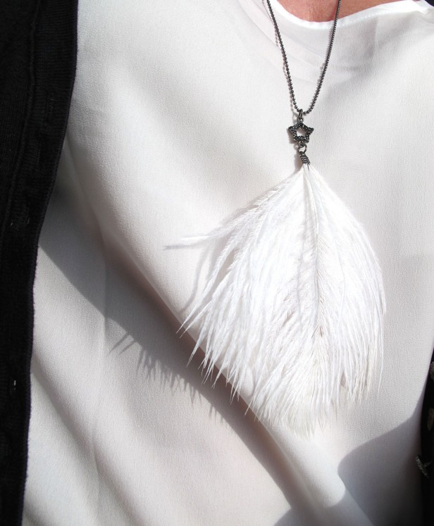 dhipt_white_feather_star_necklace