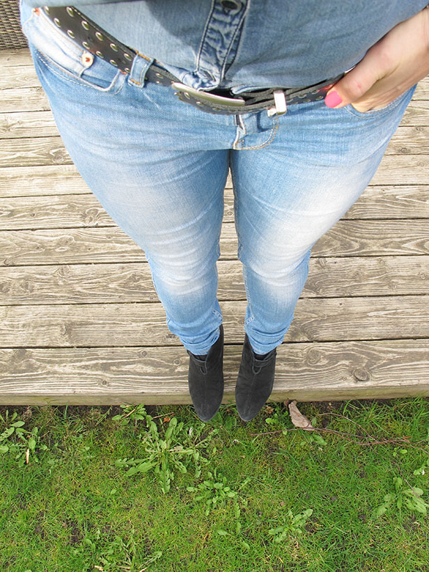 jeans_jeans-shirt_suede_boots_studded_Belt