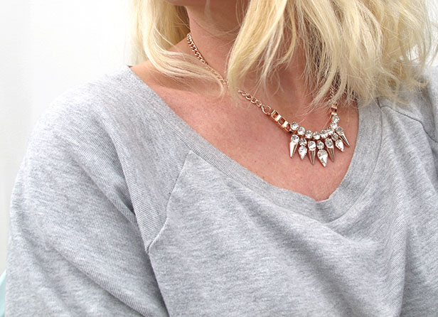 rose_gold_necklace_hm_grey_sweatshirt