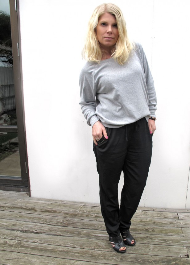 sweatshirt_loose_pants_moxy_copenhagen_high_heels