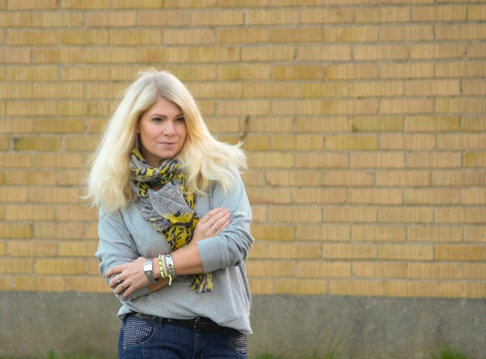 bling denim hunter jeans grey sweatshirt yellow details