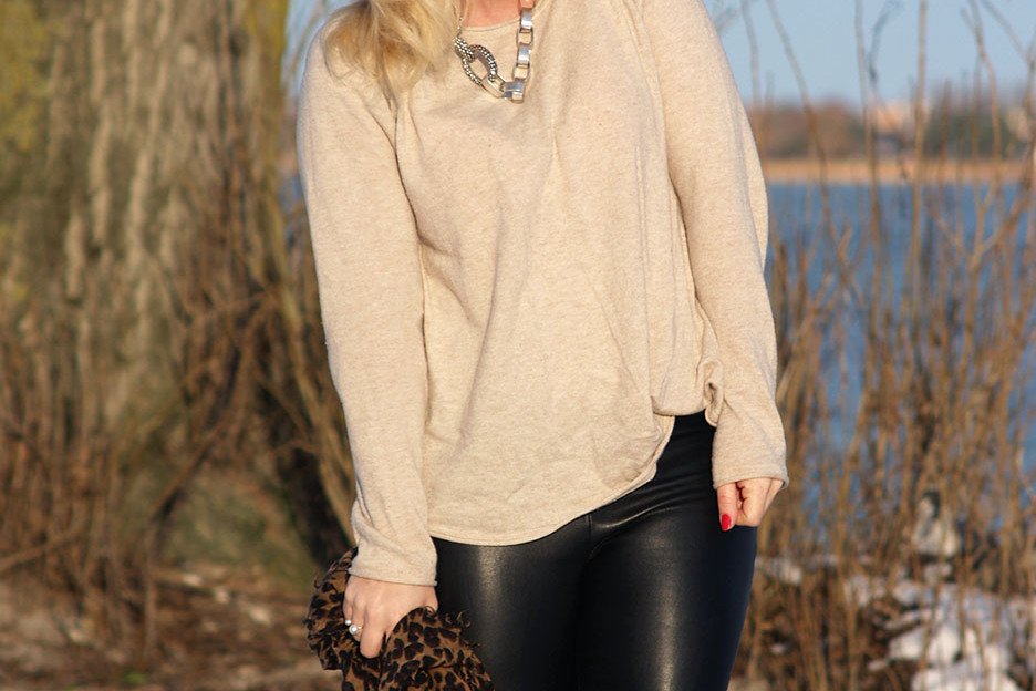 Beige sweater, aviator sunglasses, ioaku necklace in silver