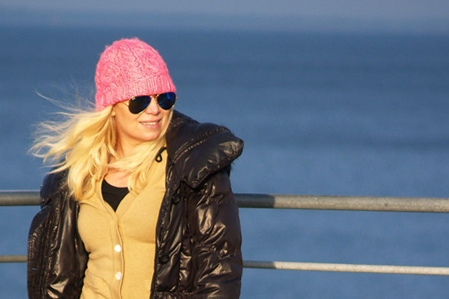 Pink neon beanie with ray-ban sunglasses in blue