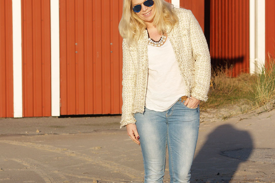 Light blue jeans and beige gold tweed blazer