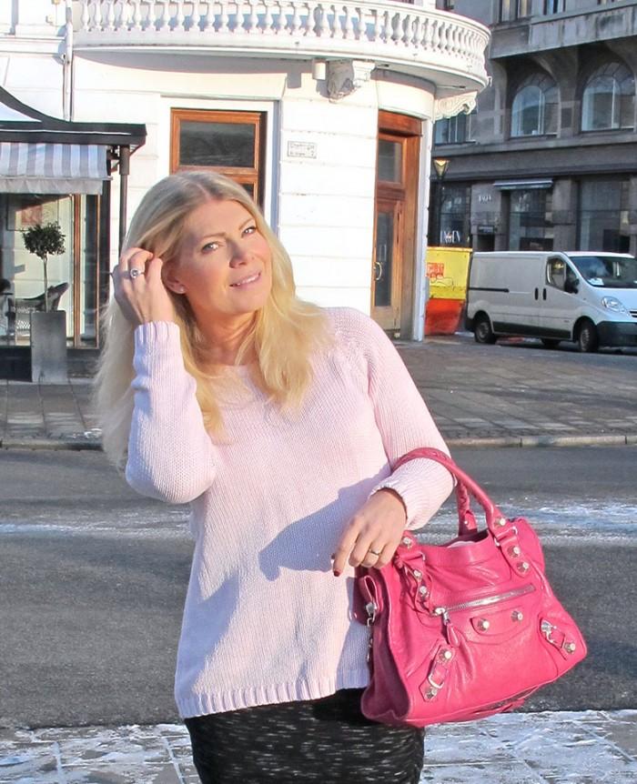 balenciaga_cyclamen_giant_city_bag_blonde_hair