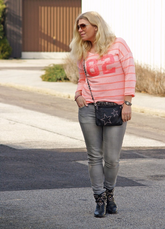 Neon sweater with sequins and marc jacobs sunglasses