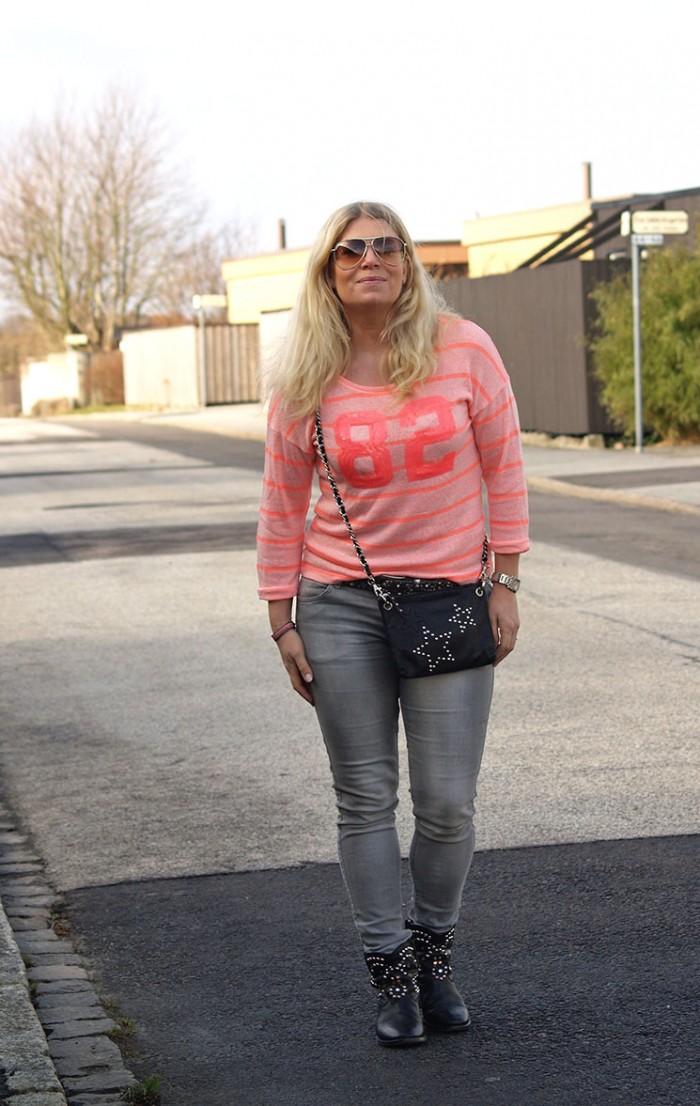 Cubus tröja grå jeans och väska med nitar