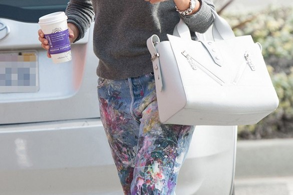 Jessica Alba in painted jeans from Rialto and a Kenzo Kalifornia bag