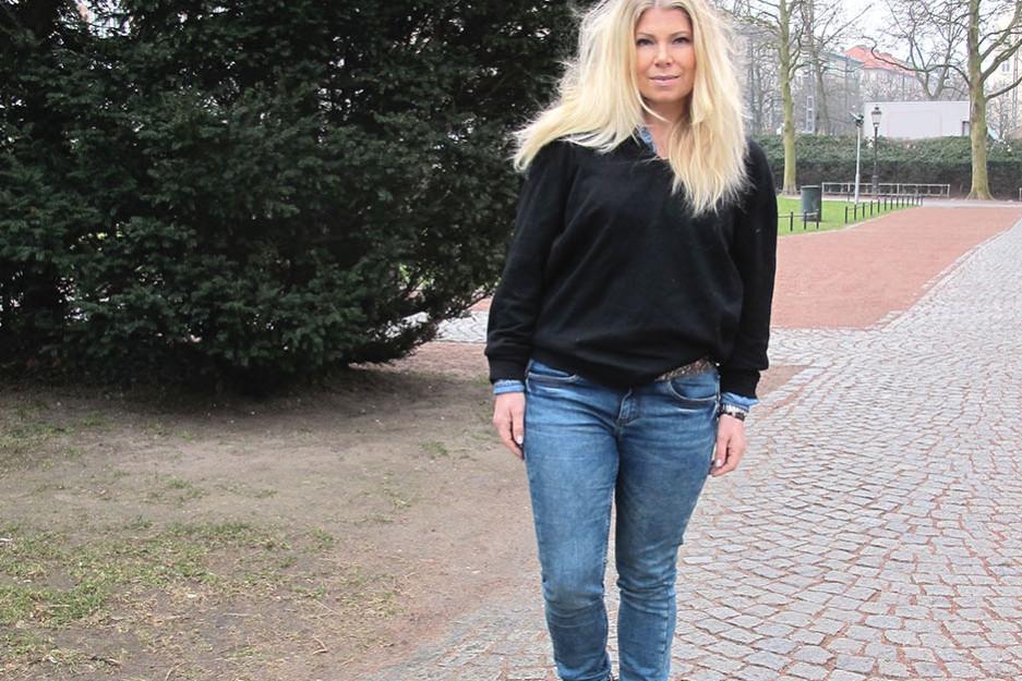 Long blonde hair and denim hunter jeans