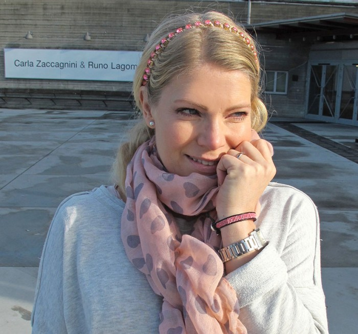 DHIPT bracelet and scarf in coral