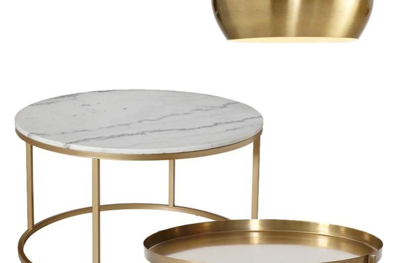 Inredningsdetaljer i mässing bord och lampa