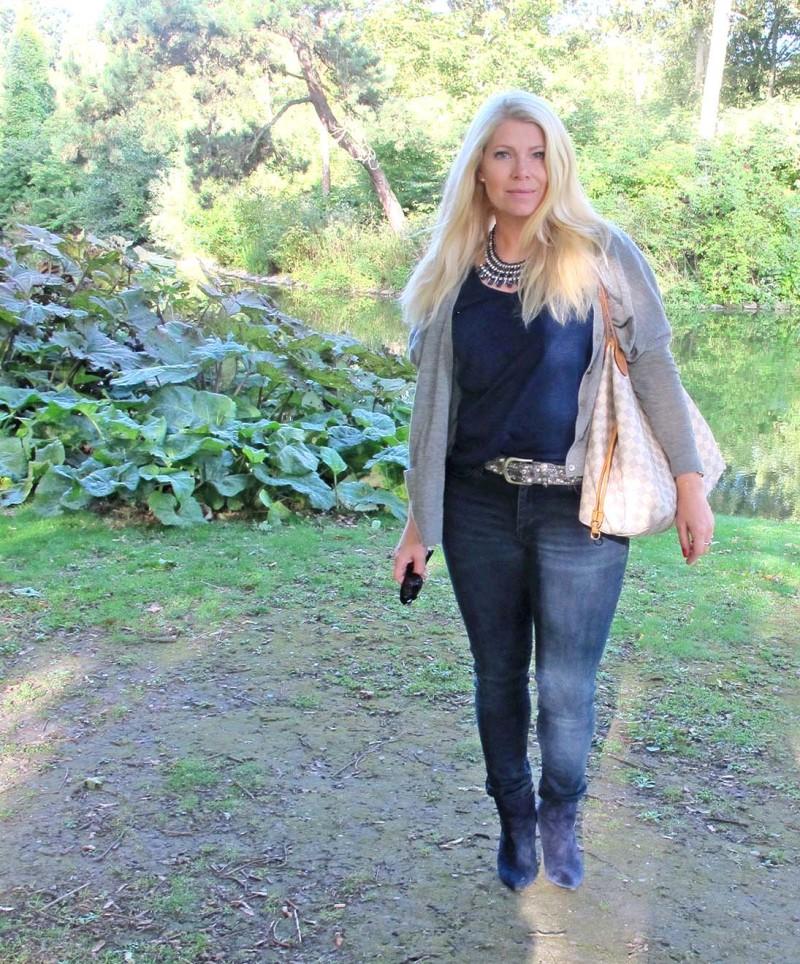 mörkblå jeans från hm