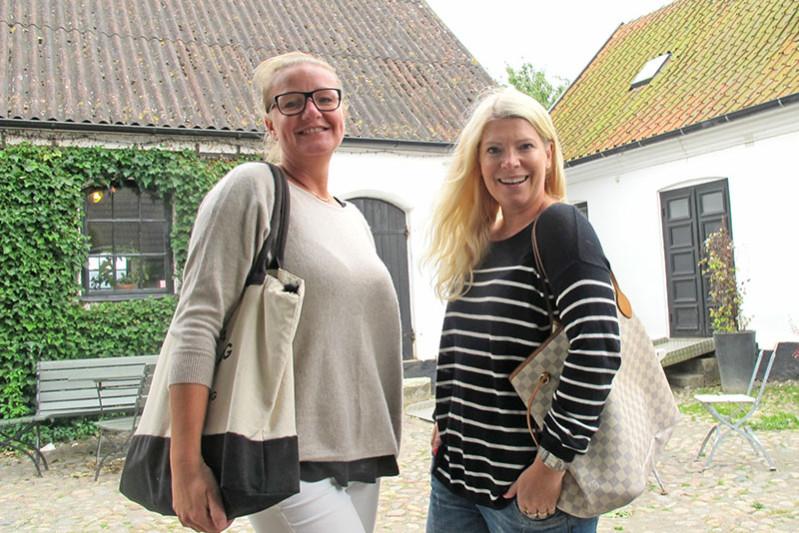 Lotta och Annika på Olof Viktors gård