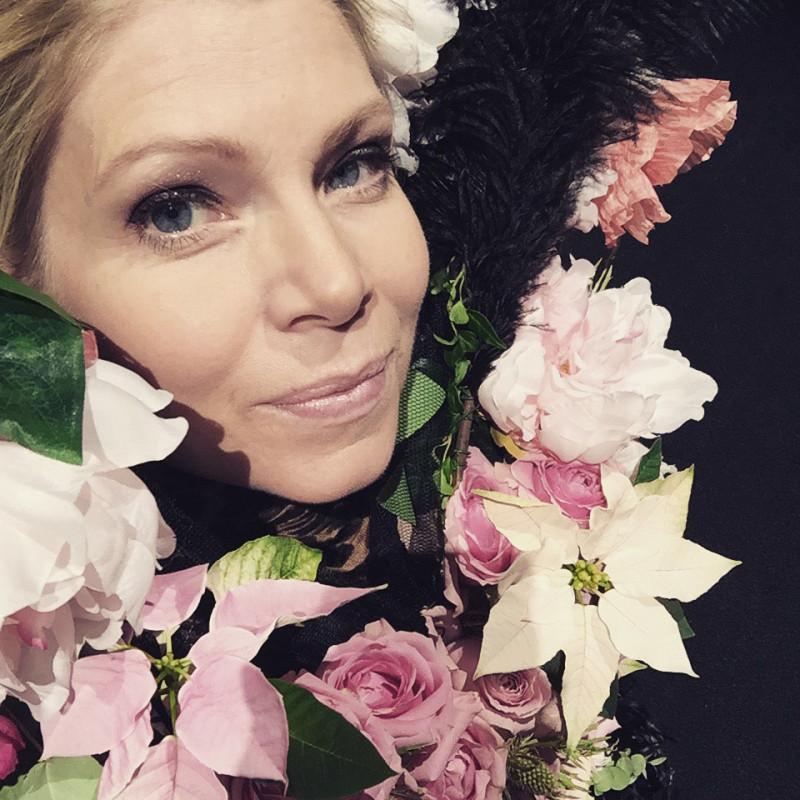 Annika Soulcityguide i Blomsterpigans blomklänning modelive